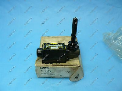 PARKER D1VL1CN LEVER OPERATED DIRECTIONAL CONTROL VALVE NFPA D03, CETOP 3 NIB