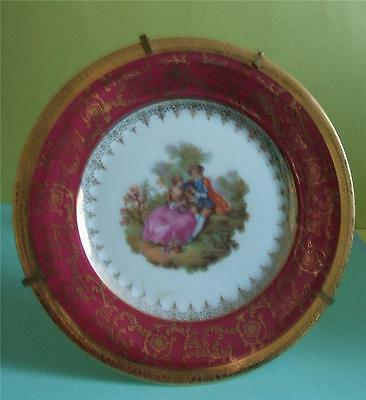 "LIMOGES FRANCE - DECORATIVE  PLATE + STAND FRAGONARD LOVERS RED/GOLD 6.25"" diaI"