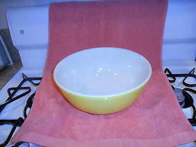 Vintage Pyrex Large Yellow Bowl # 404  4 qt.  Made In U.S.A.