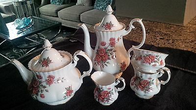 Royal Albert Cenntential Rose Set