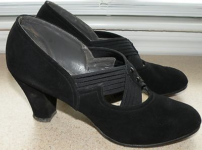 Vintage 1940's Womens Shoes Pumps Black Suede Size 5 to 6 Narrow Dated 1941