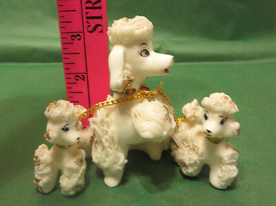 CERAMIC AND PORCELAIN WHITE SPAGHETTI POODLE TRIO BEAUTIFUL GOLD AND CHAINS
