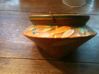 """BEAUTIFUL VINTAGE """" ROSEVILLE """" HANGING PLANTER, COLORED FEATHER DESIGN"""