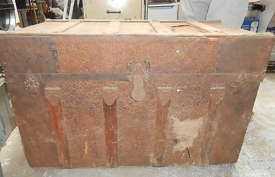 Antique Wood & Metal Steamer Trunk  BE GREAT HALLOWEEN PROP , 32 x 20 x 17 1/2