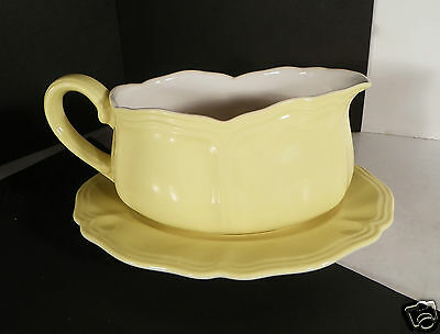 Federalist Lemon Gravy Boat with Separate Underplate 4236 Yellow