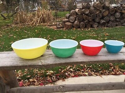 VINTAGE PRIMARY COLORED PYREX MIXING BOWL SET