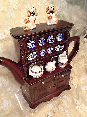 TEAPOTTERY SWINESIDE NOVELTY TEAPOT DRESSER&DOGS.DISCONTINUED.GREAT CONDITION