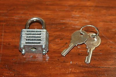 Small Padlock 25mm Lock & 2 Keys Works Great!
