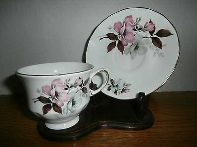 RIDGWAY POTTERIES QUEEN ANNE TEA CUP w/SAUCER 8473 PERFECT COND