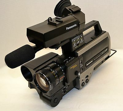 PANASONIC PRO LINE COLOR TV LENS VIDEO CAMERA MODEL WV-3240 case and acces!!