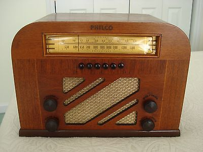 Beautiful..1940, PHILCO MODEL 40-135, 6 TUBE, BC/SW RADIO, WITH 6 PUSH BUTTONS.