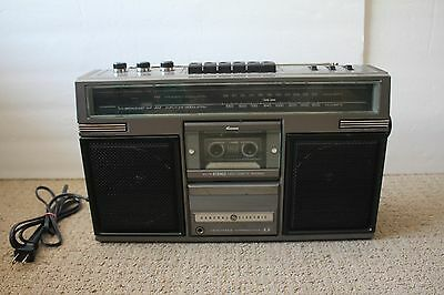 Vintage General Electric 3-5252 D BOOMBOX AM FM Stereo Cassette player working