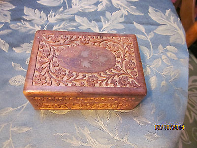 VTG/OLD SMALL HAND CARVED WOOD BOX WITH HINGES FOR TRINKETS/TREASURES6 X 4 X 2