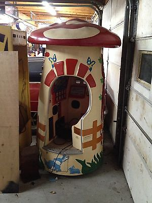 COIN OPERATED MAGIC MUSHROOM MAGICAL KIDDIE RIDE GOOD CONDITION UNIQUE VINTAGE