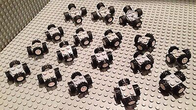 CAR PARTS / Lego Lot Of 32 Complete Axles / White Small Size / 64 Wheels & Tires