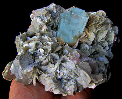 WOW 996 GRAMS SUPER TOP QUALITY STUNNING SKY BLUE COLOR AQUAMARINE W/MUSCOVITE