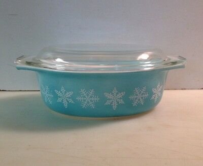 Vintage PYREX White Snowflake Turquoise 043 Oval Casserole w/ Lid 1 1/2 qts.