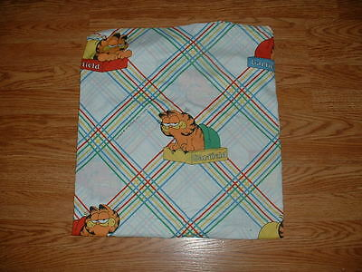 GARFIELD-FITTED TWIN SHEET