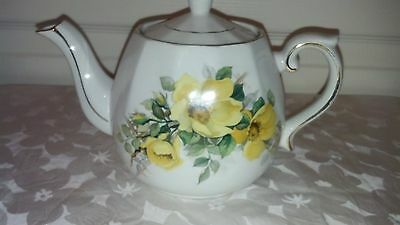 TEAPOT YELLOW FLOWERS - ELLGREAVE IRONSTONE TEAPOT DIV.OF WOOD&SONS ENGLAND
