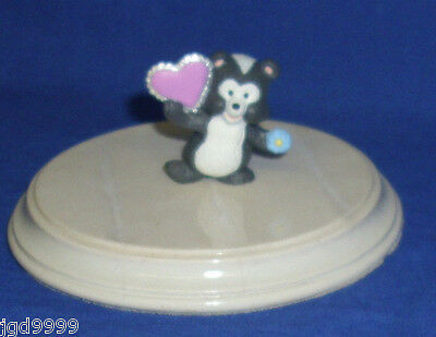 Hallmark Valentine Merry Miniatures Skunk With Lacy Heart 1993 Gold Sticker