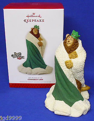 Hallmark Ornament The Wizard of Oz Cowardly Lion 2013 Green Robe and Crown NIB