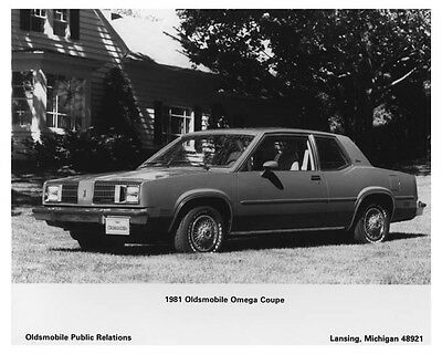 1981 Oldsmobile Omega Coupe Automobile Photo Poster zch7285