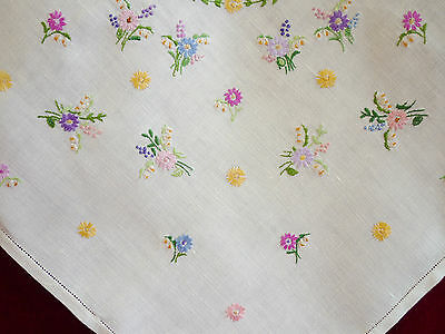 Pretty Vintage Hand Embroidered Linen Tablecloth GC.