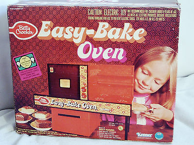 Vintage Betty Crocker Kenner Easy Bake Oven 1977 unused Cookie Mix many extras
