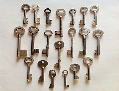 20 Antique Skeleton And Barrel Keys - Vintage Industrial Bulk Wholesale Keys