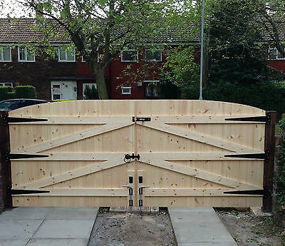 Wooden Driveway Gates  With Free Heavy Duty T Hinges And A Top Lock