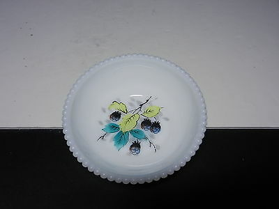 "Westmoreland Beaded Edge Berry Sauce Bowl Black Berries 4 3/4"" D ca 1953-1985"