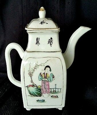 Chinese Famille Rose Porcelain 18th Century Hand Painted Teapot    D2