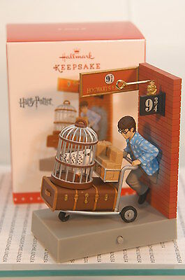 PLATFORM 9-3/4~2015 HALLMARK ORNAMENT~HARRY POTTER~NEW IN BOX~~FREE SHIP IN US