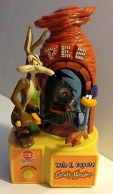 Electric Pez Automatic Dispencer  Looney Tunes Wild Coyote Road Runner beep beep
