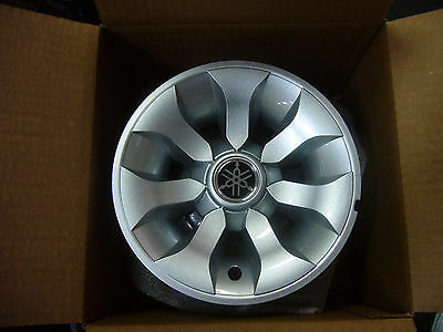 Yamaha Genuine Golf Car Cart Hubcaps Silver Wheel Covers Hub Cap