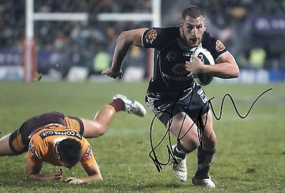 """Lewis Brown Signed New Zealand Warriors/Kiwis 12"""" x 8"""" Rugby League Photo."""