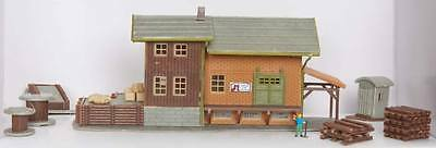 NEW Model Power Freight Station w/Accessories B/UP N 2611