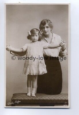 b0721 - Film , Stage & TV Actress - Gladys Cooper with daughter Joan - postcard