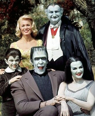 The Munsters Fred Gwynne Yvonne Decarlo Pat Priest Tv Show 8X10 Photo Picture