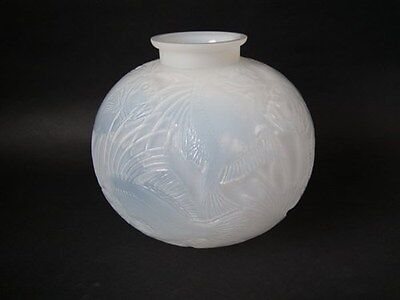 René Lalique Cased opalescent Glass 'Poissons' Vase (Large)