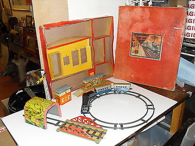 Vintage Mettoy Playthings Clockwork Tin Plate Train Set