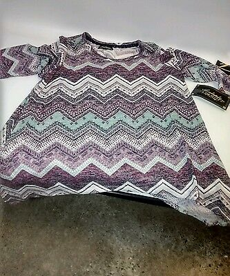 Almost Famous Women Plus Size 1x 2x 3x Black Rose Chevron Tunic Sweater Top
