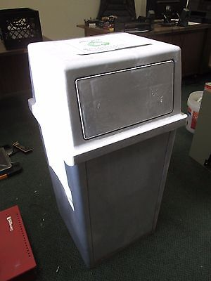 Rubbermaid Ranger 35-Gallon Garbage Can 8430/8432 Used