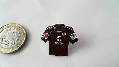 FC St. Pauli Trikot Pin Badge Congstar braun