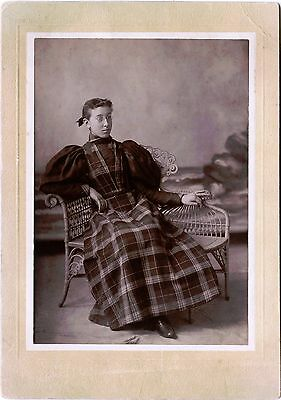 YOUNG WOMAN WEARING GLASSES SITTING IN WICKER CHAIR & ca 1880s CABINET PHOTO