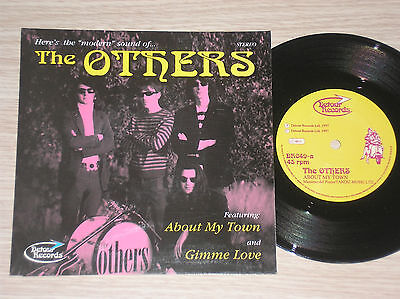 "The Others - About My Town / Gimme Love - 45 Giri 7"" Uk"
