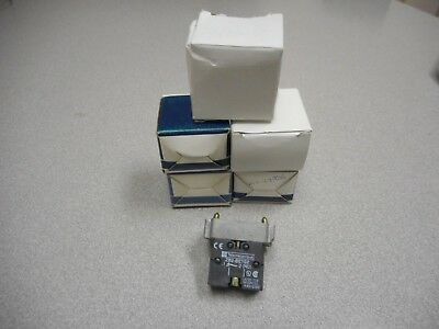 Telemecanique 25620 Zb2-Be102 Zb2-Bz102 Mushroom Switch W/Zb2-Be102 (Lot Of 5)