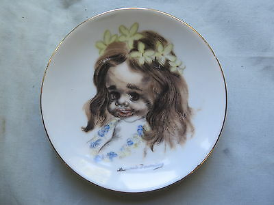 AUSTRALIAN BROWNIE DOWNING PLATE SMALL 10 cm GIRLS with FLOWERS in HER HAIR