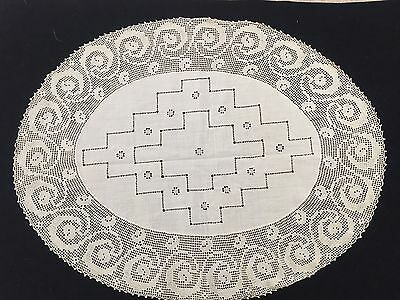 "Vintage OVAL LINEN DOILY 9"" CROCHETED 11"" x 14-1//2"" centerpiece"