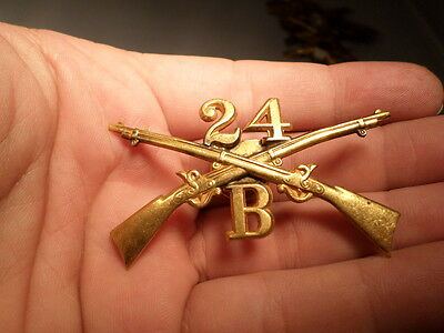 WWI VINTAGE US ARMY 24th Infantry Company B Hat Device Insignia